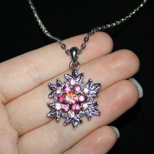 Beautiful nwot silver and pink snowflake necklace
